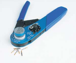 Crimping tool for male and female contacts