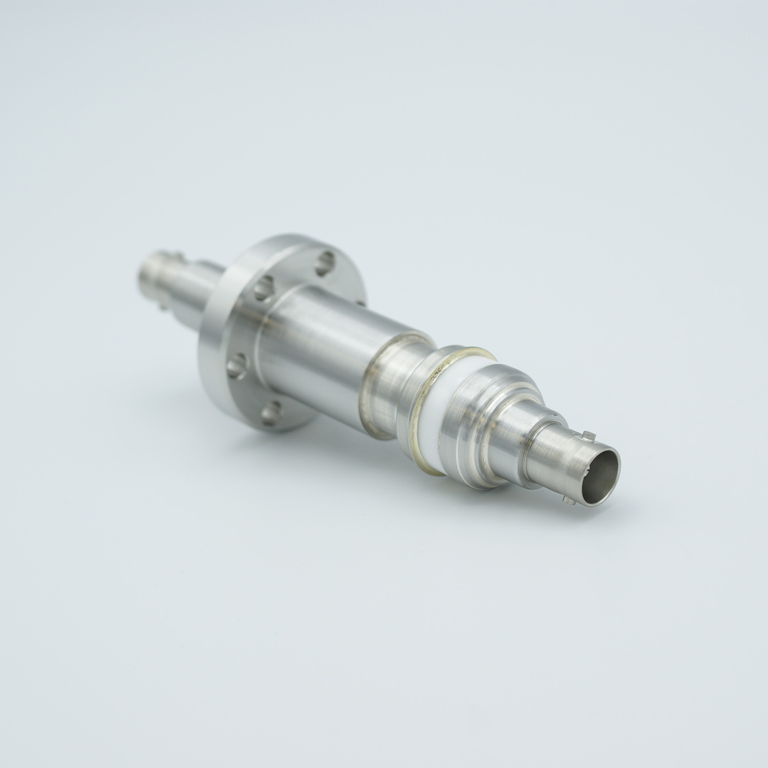 Floating shield, double ended BNC feedthrough 500V 3 Amp, DN19CF flange without air side connector