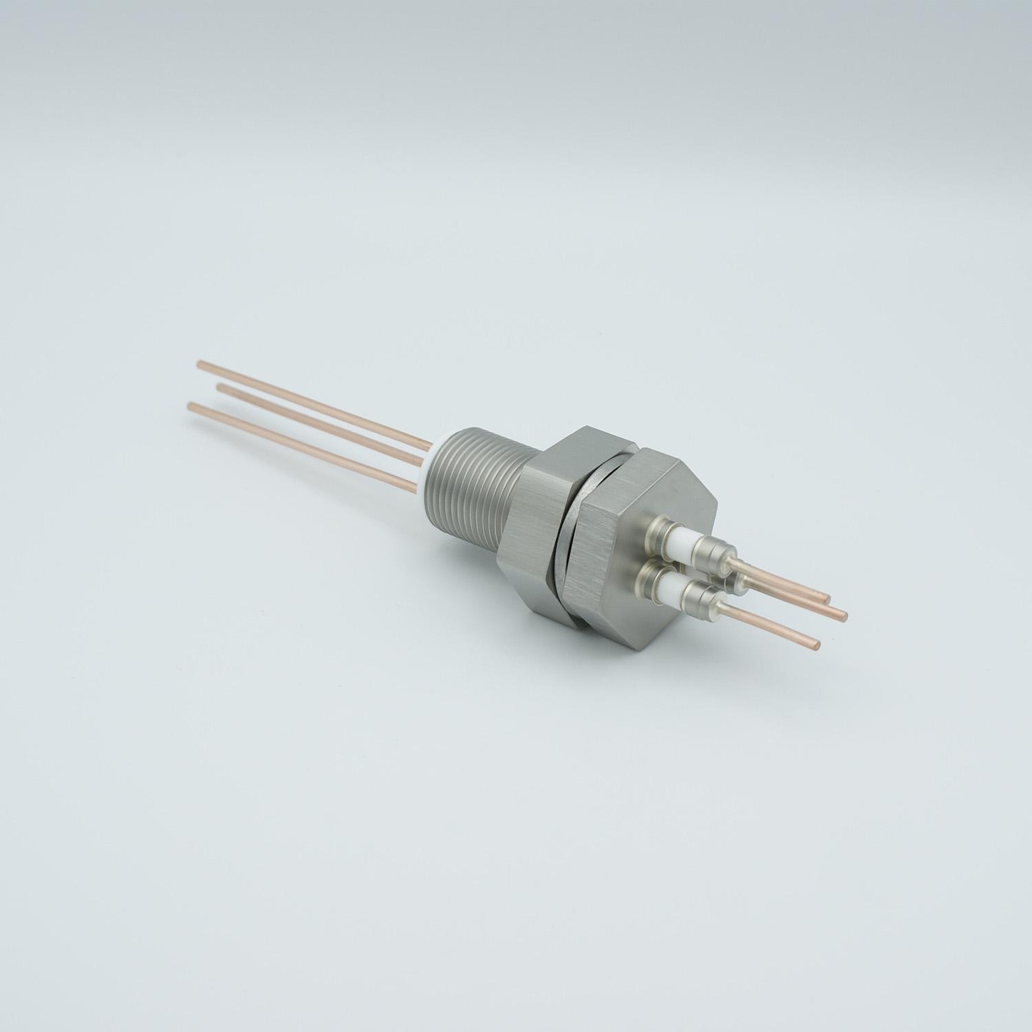 3 pins feedthrough 2000Volt / 30 Amp. Copper conductor, base plate fitting