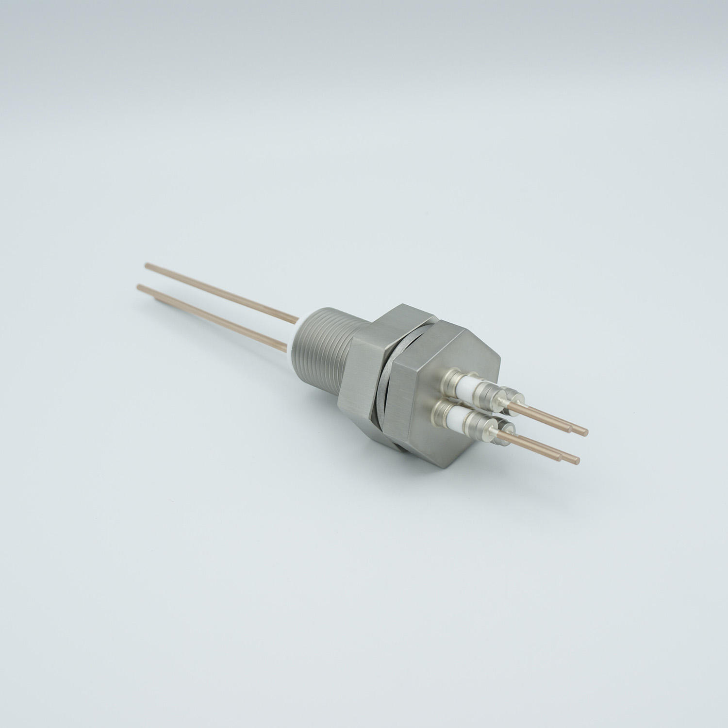 4 pins feedthrough 2000Volt / 30 Amp. Copper conductor, base plate fitting